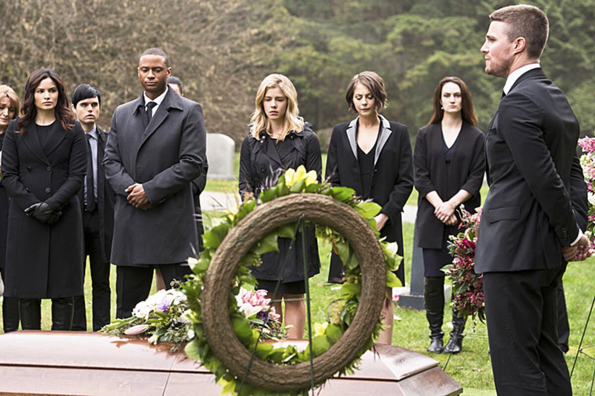 Стивен Амелл подтвердил окончательную смерть Лорел в «Стреле»