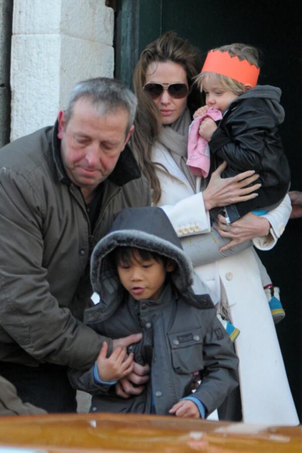 Джоли и Питт предпочли детей и Джонни Деппа Оскару
