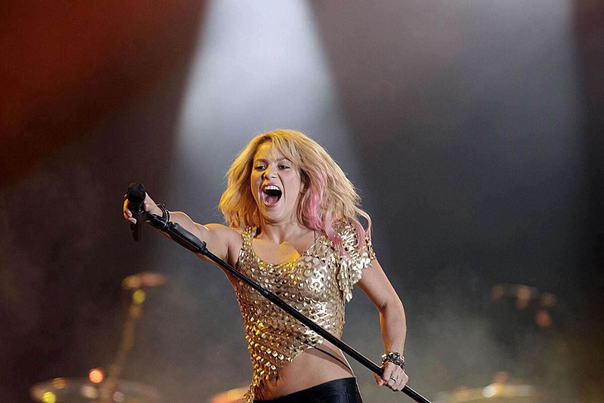 Выступление Шакиры на фестивале Rock in Rio и визит в детский дом