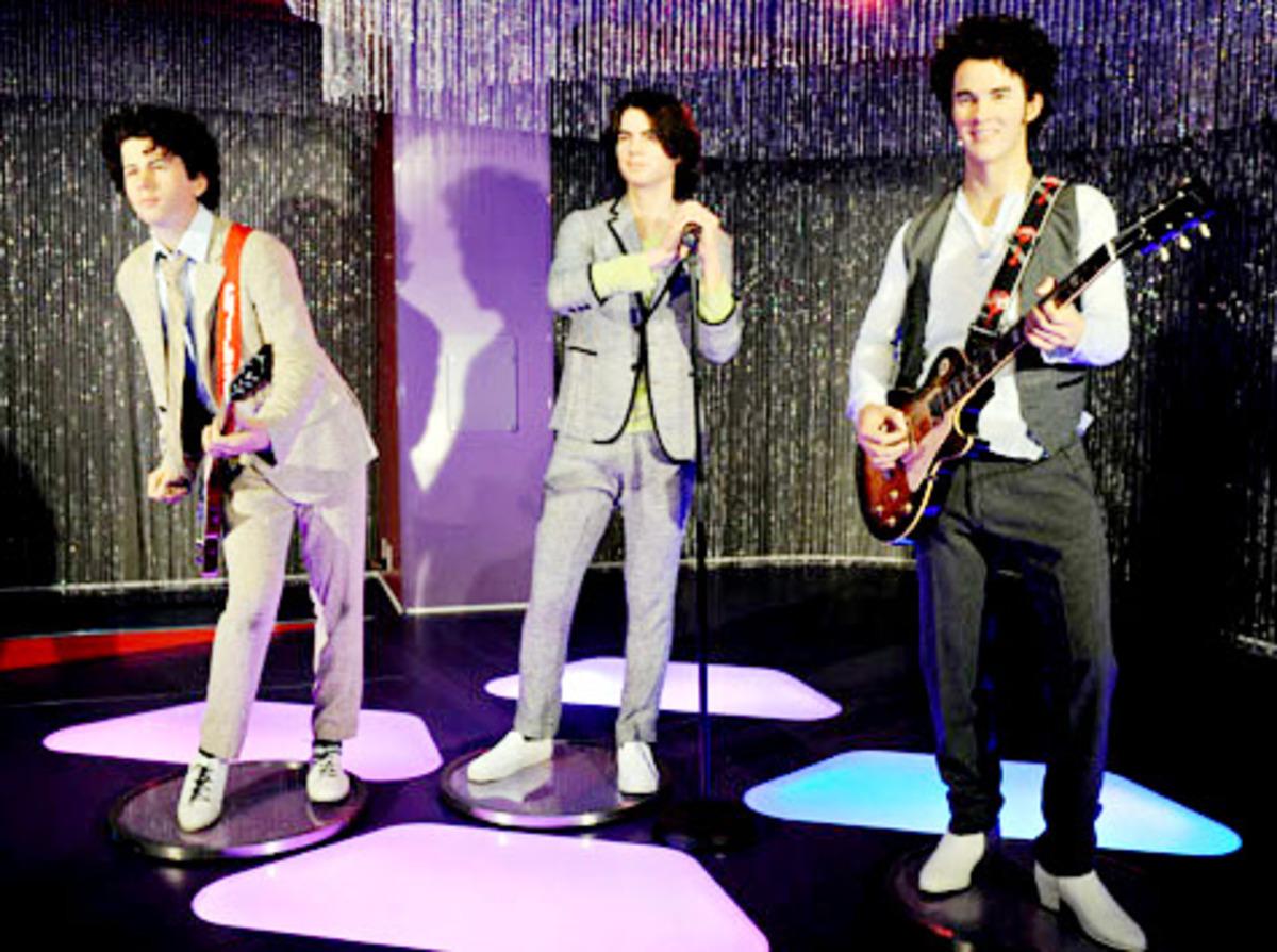 Группа Jonas Brothers в Музее мадам Тюссо
