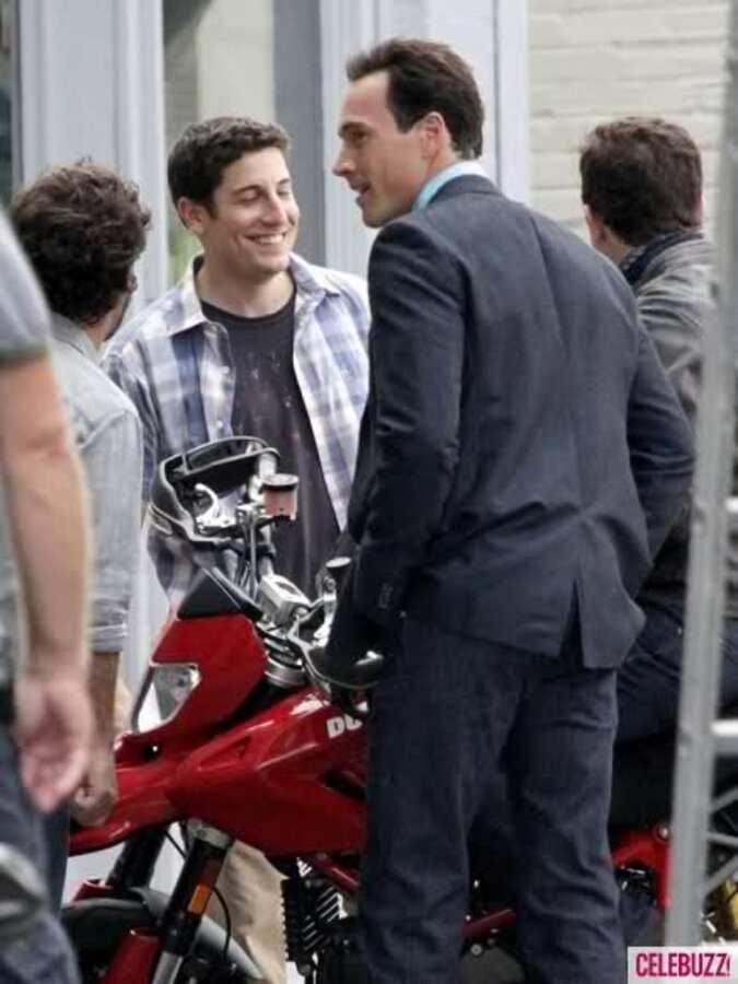 "Джейсон Биггс, Элисон Ханниган и Крис Кляйн на съемках фильма ""Американский пирог 4"""