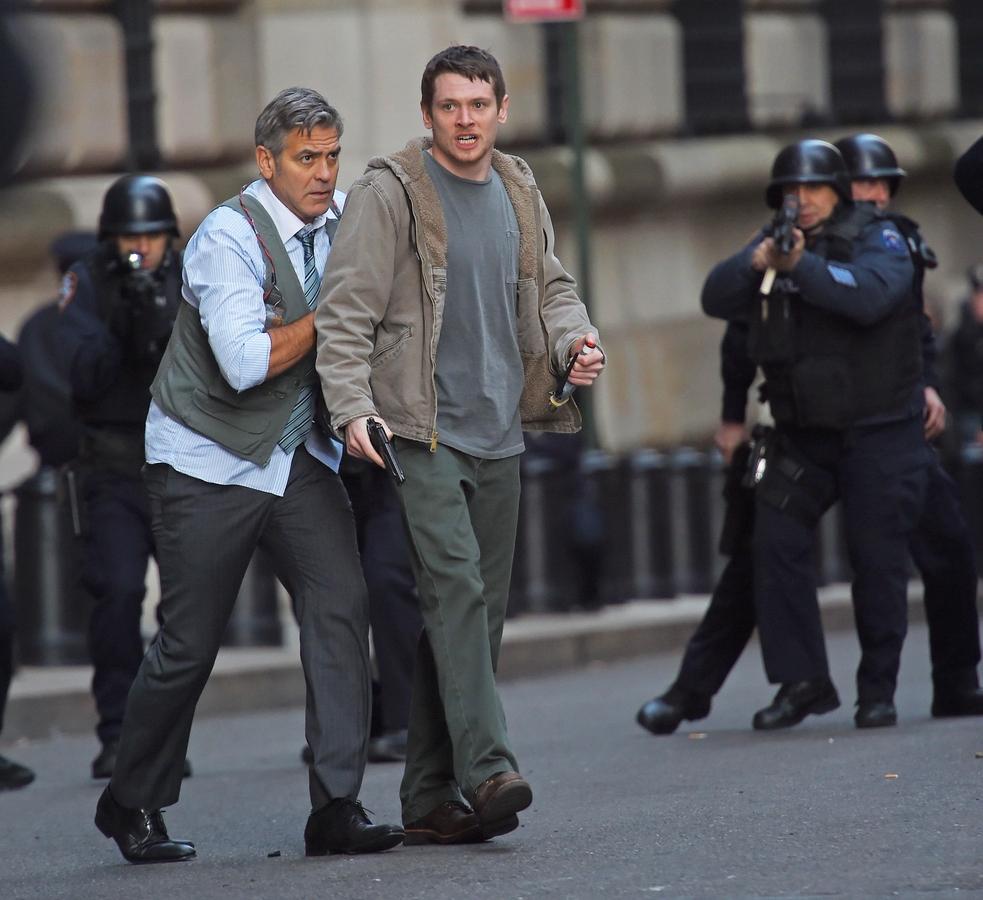 Джордж Клуни и Джек О'Коннелл на съемках фильма «Денежный монстр» в Нью-Йорке
