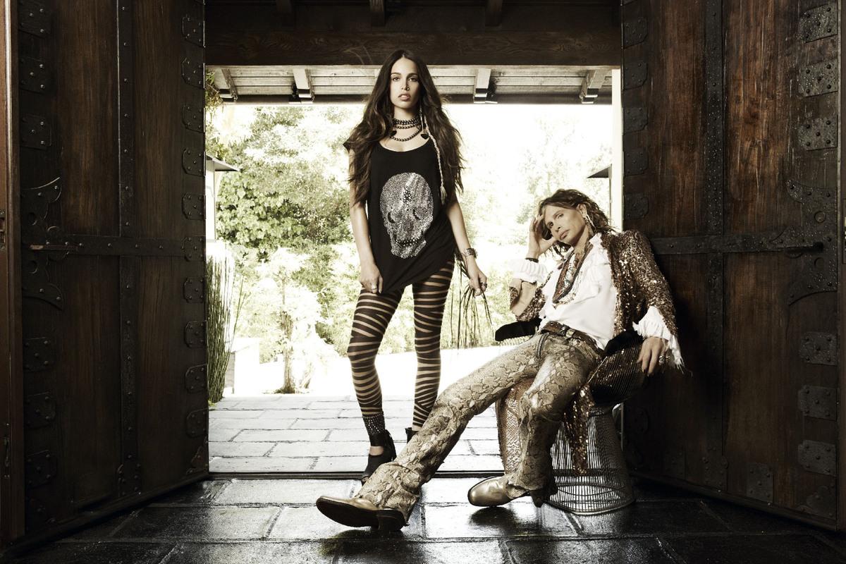 Стивен Тайлер позирует со своей дочерью для рекламы джинс Andrew Charles