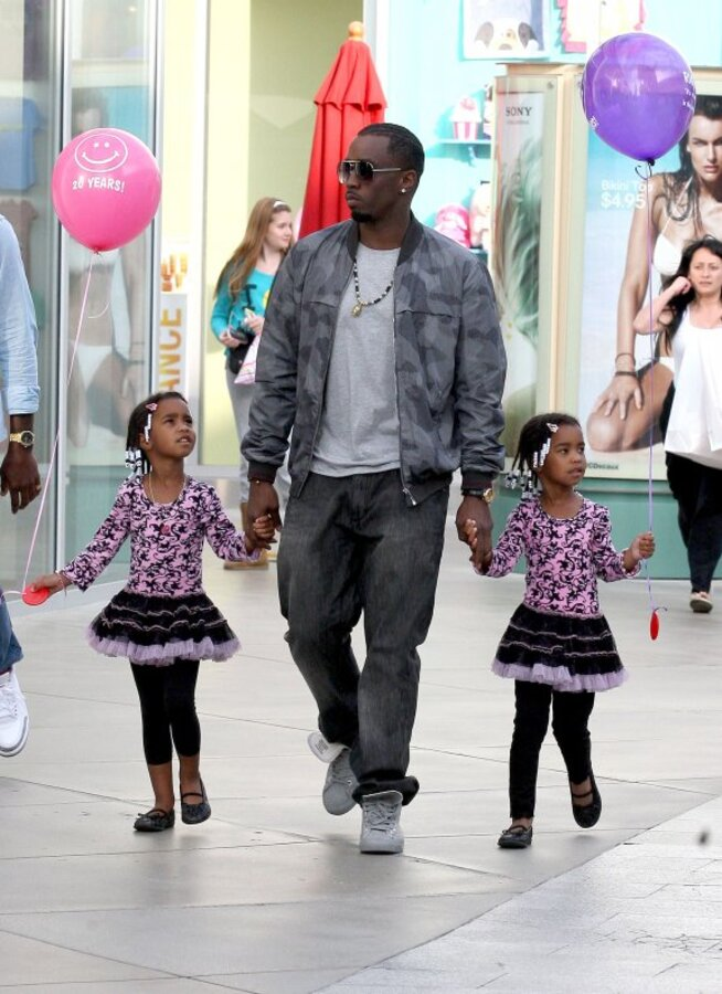 Diddy с дочками на прогулке