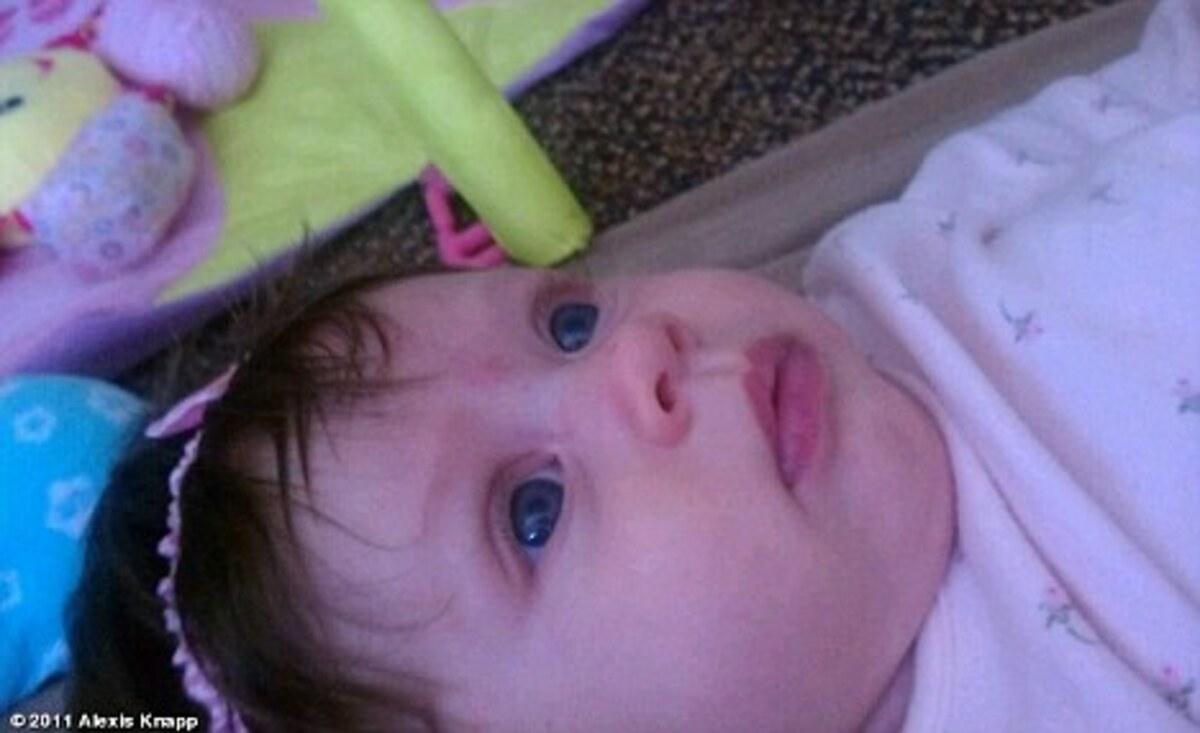Бывшая девушка Райана Филлиппа показала дочь