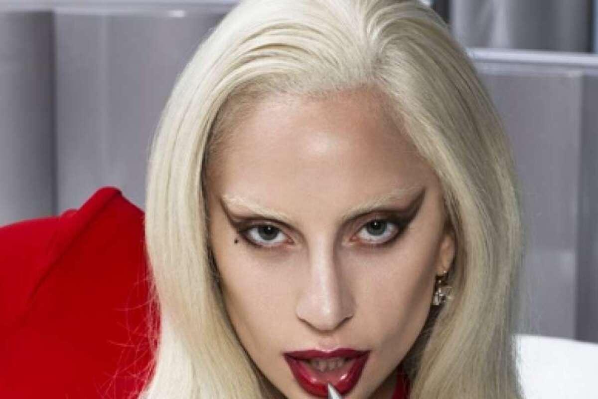 Леди Гага в образе вампирши в фотосессии для Entertainment Weekly