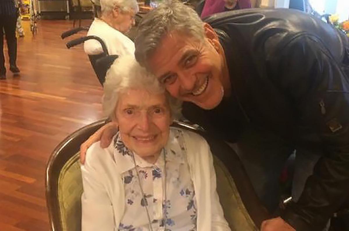 Джордж Клуни устроил сюрприз для 87-летней поклонницы