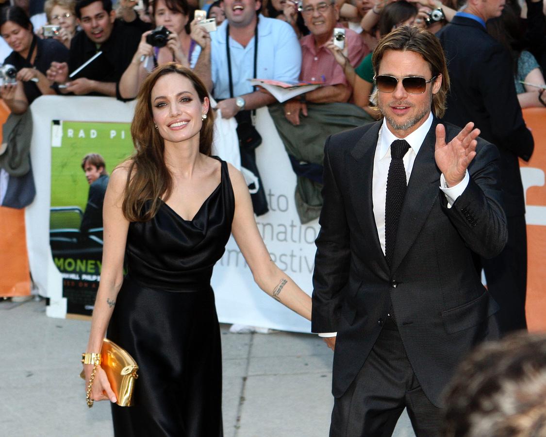 Брэд Питт и Анджелина Джоли пожертвовали 340 тысяч долларов