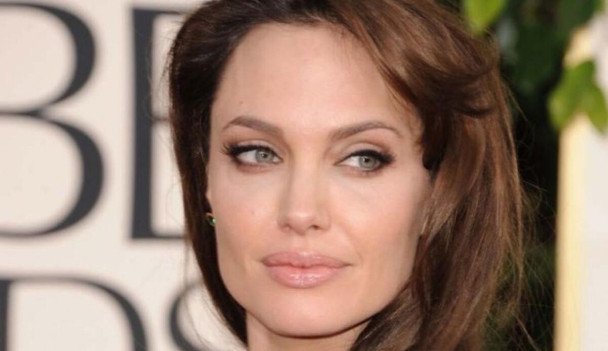 Режиссерский дебют Анджелины Джоли получил название