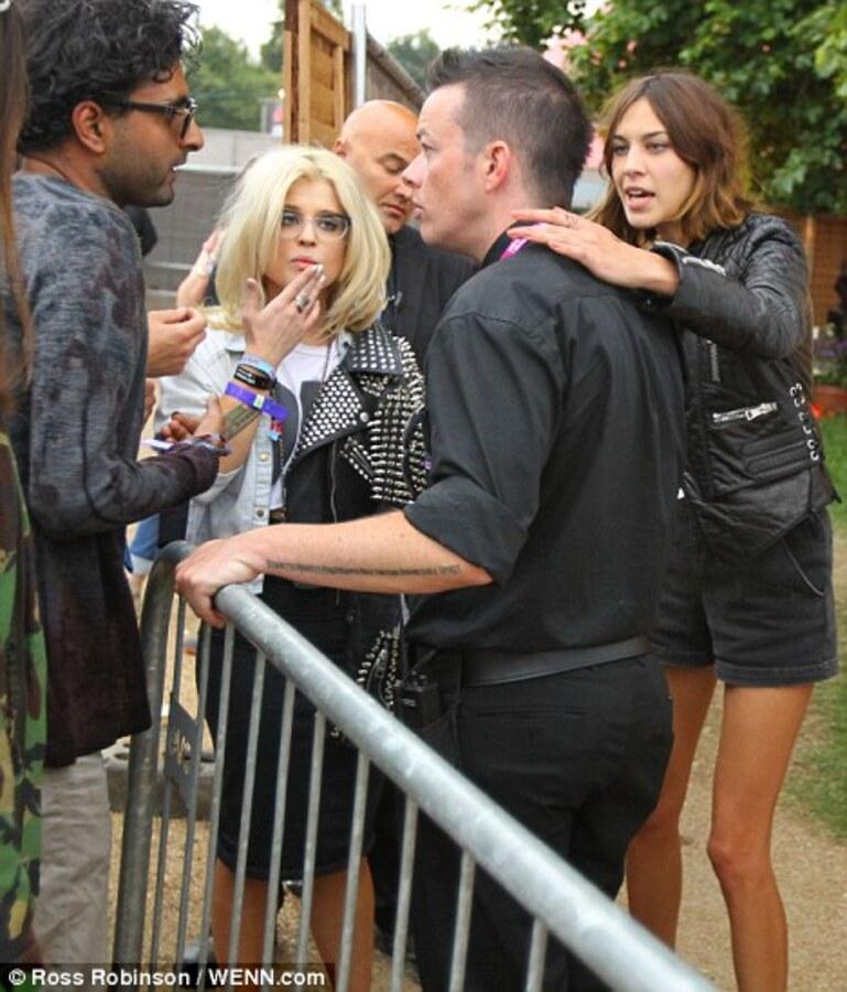 Келли Осборн и Тэйлор Момсен на фестивале Wireless