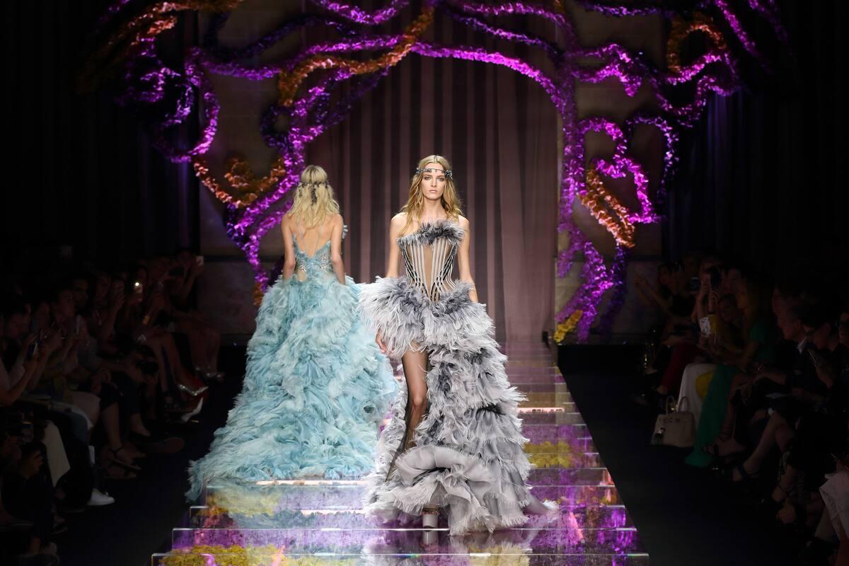 Модный показ кутюрной коллекции Atelier Versace. Осень / зима 2015-2016