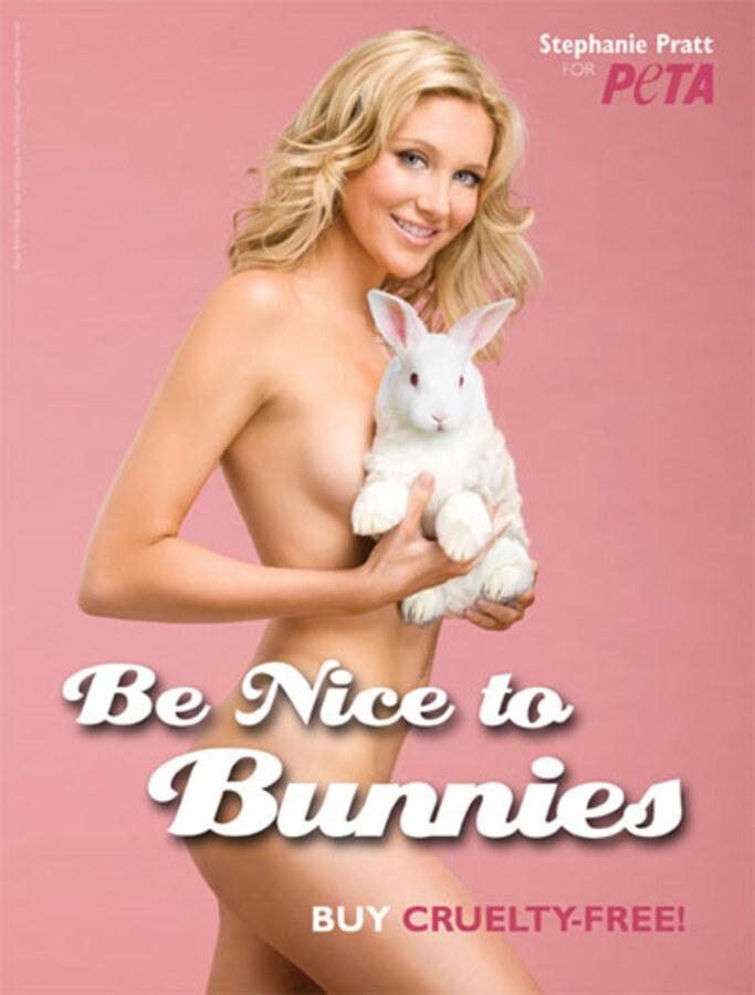Новая реклама PETA призывает хорошо относиться к кроликам