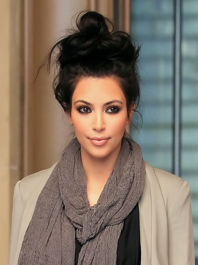 Ким Кардашиан сменила туфли на тапочки