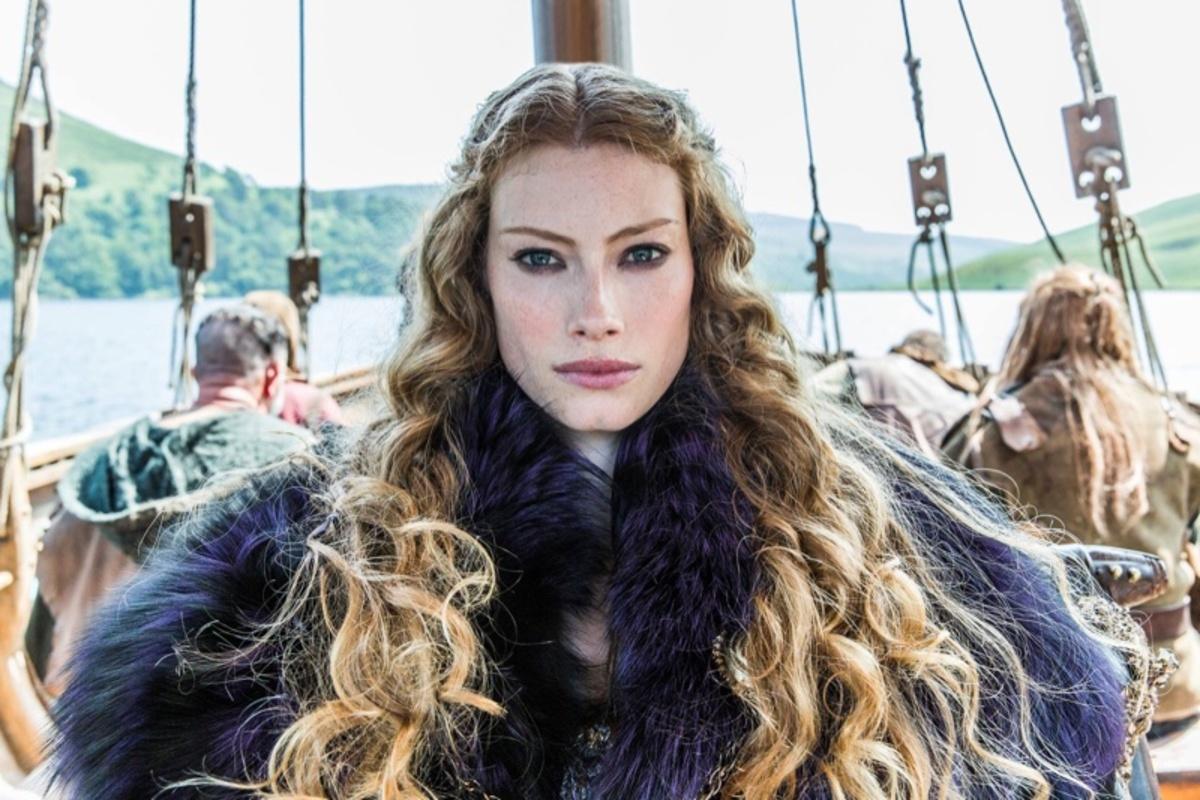 Звезда «Викингов» Алисса Сазерленд снялась в рекламе модного бренда Anthropologie