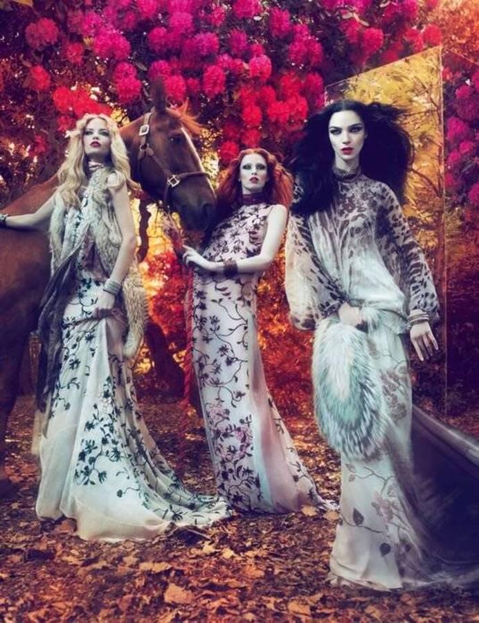 Первый взгляд на рекламную кампанию Осень11 / Зима 12 Роберто Кавалли