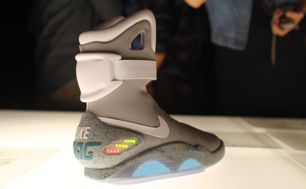 """Интересные штучки: Nike создали кроссовки """"Назад в будущее"""""""