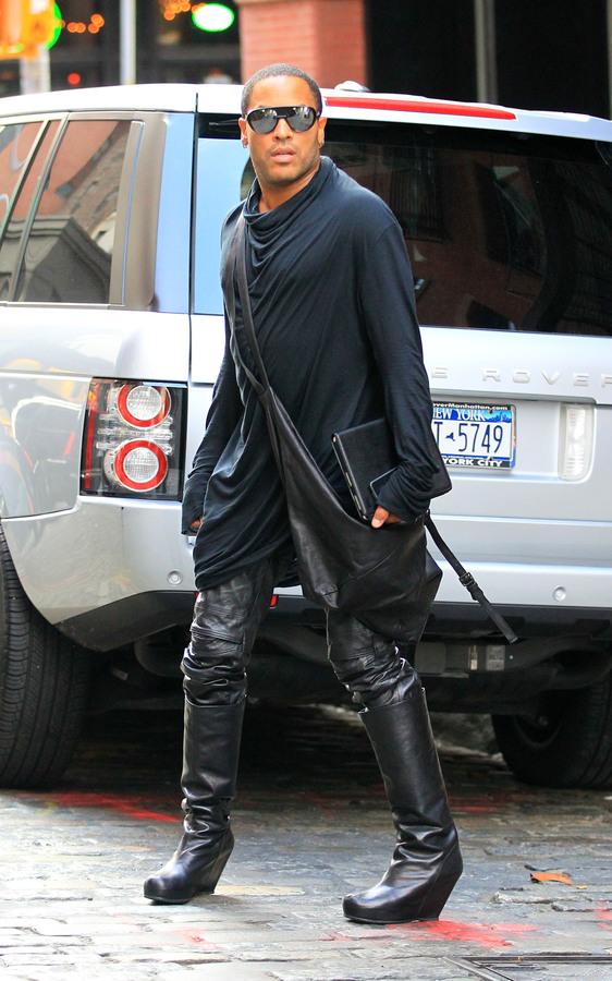 Ленни Кравитц гуляет по Нью-Йорку в женском наряде