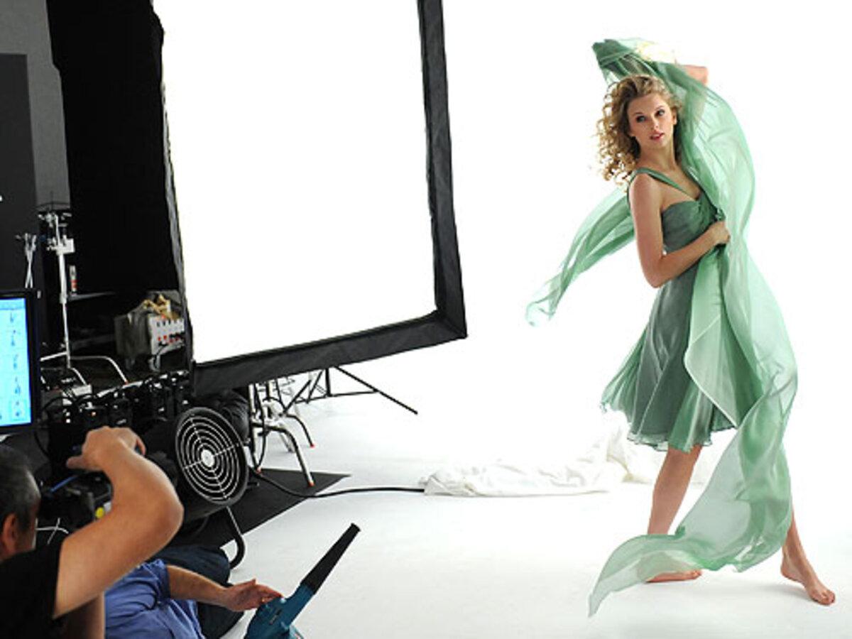 Тэйлор Свифт стала новым рекламным лицом CoverGirl