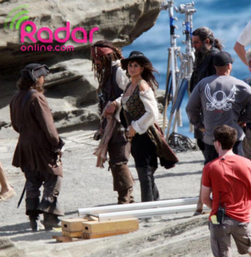 """Джонни Депп, Пенелопа Крус и Джеффри Раш на съемках """"Пираты Карибского моря: На странных берегах"""""""