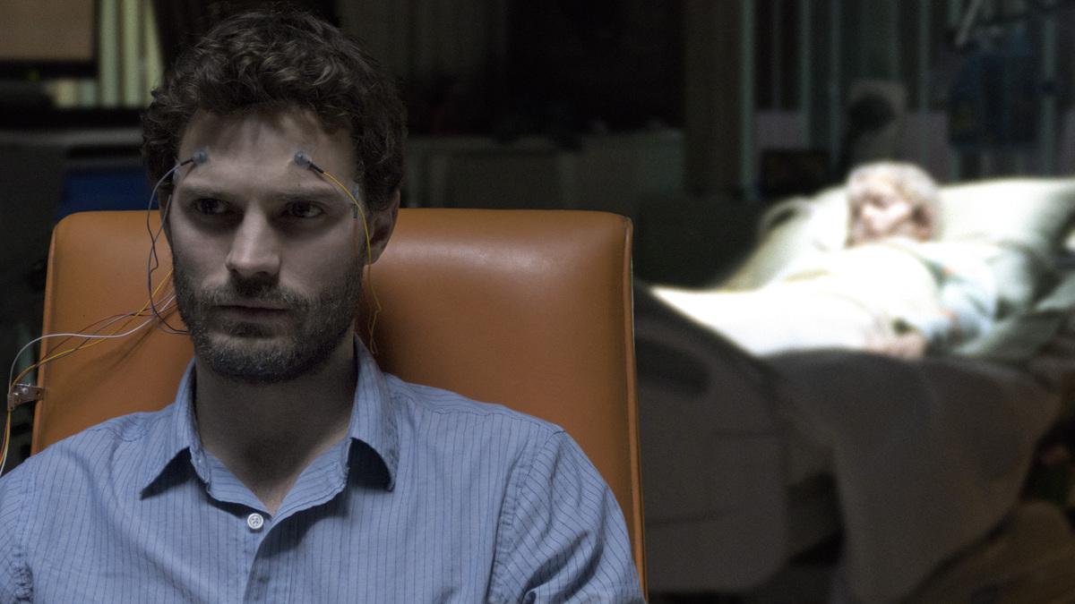 Первый взгляд на Джейми Дорнана в роли психиатра