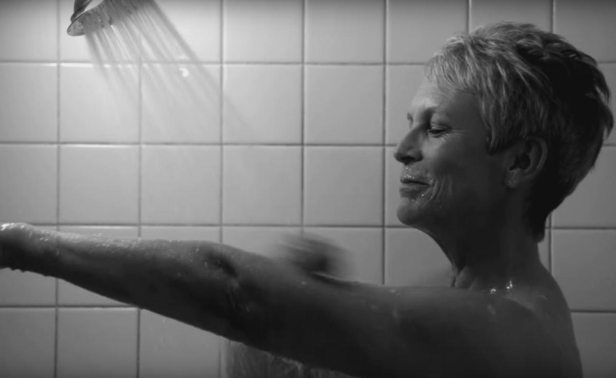 Джейми Ли Кертис повторила легендарную сцену в душе из «Психо»