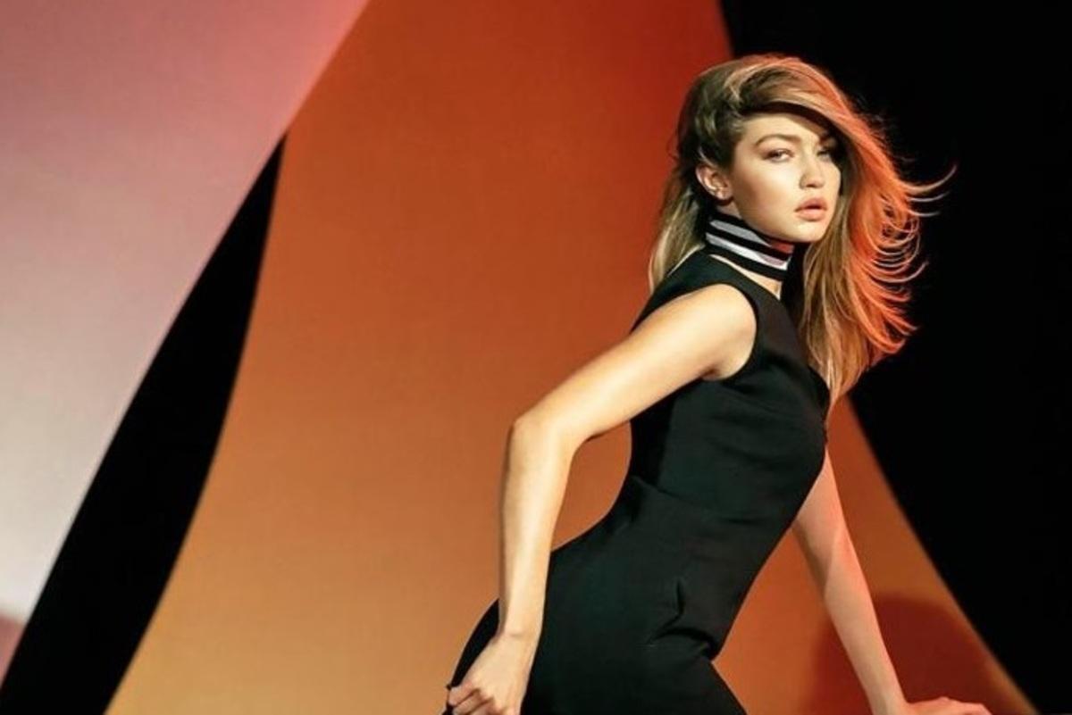 Джиджи Хадид снялась полностью обнаженной в новой рекламе Versace