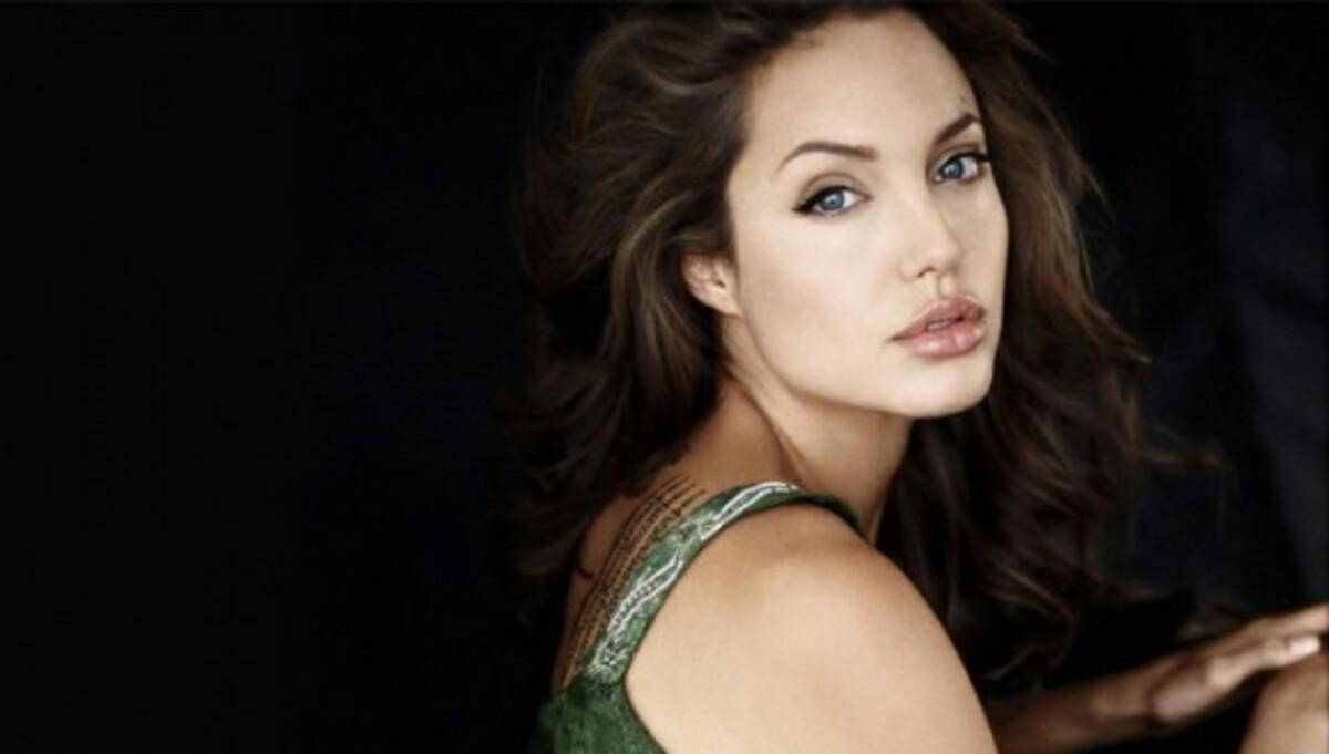 Анджелина Джоли сыграет в романтическом кино о войне