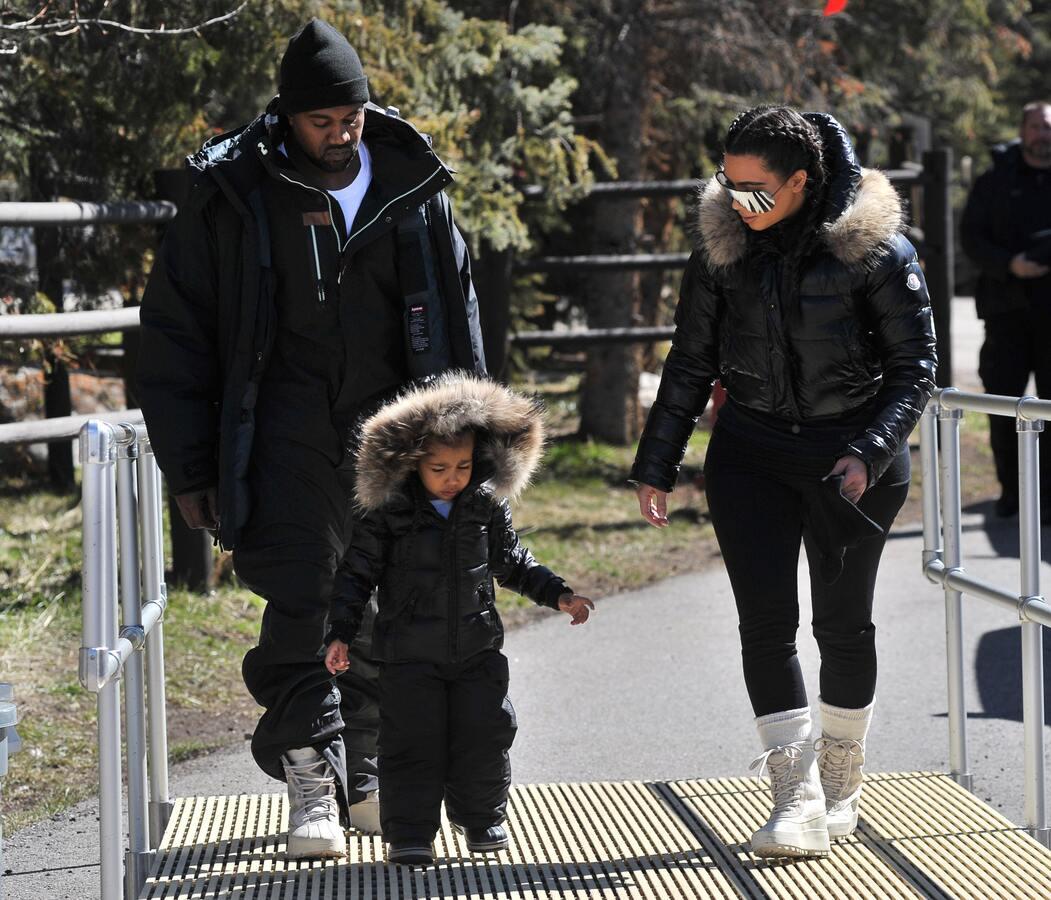 Ким Кардашьян отдыхает с семьей на горнолыжном курорте