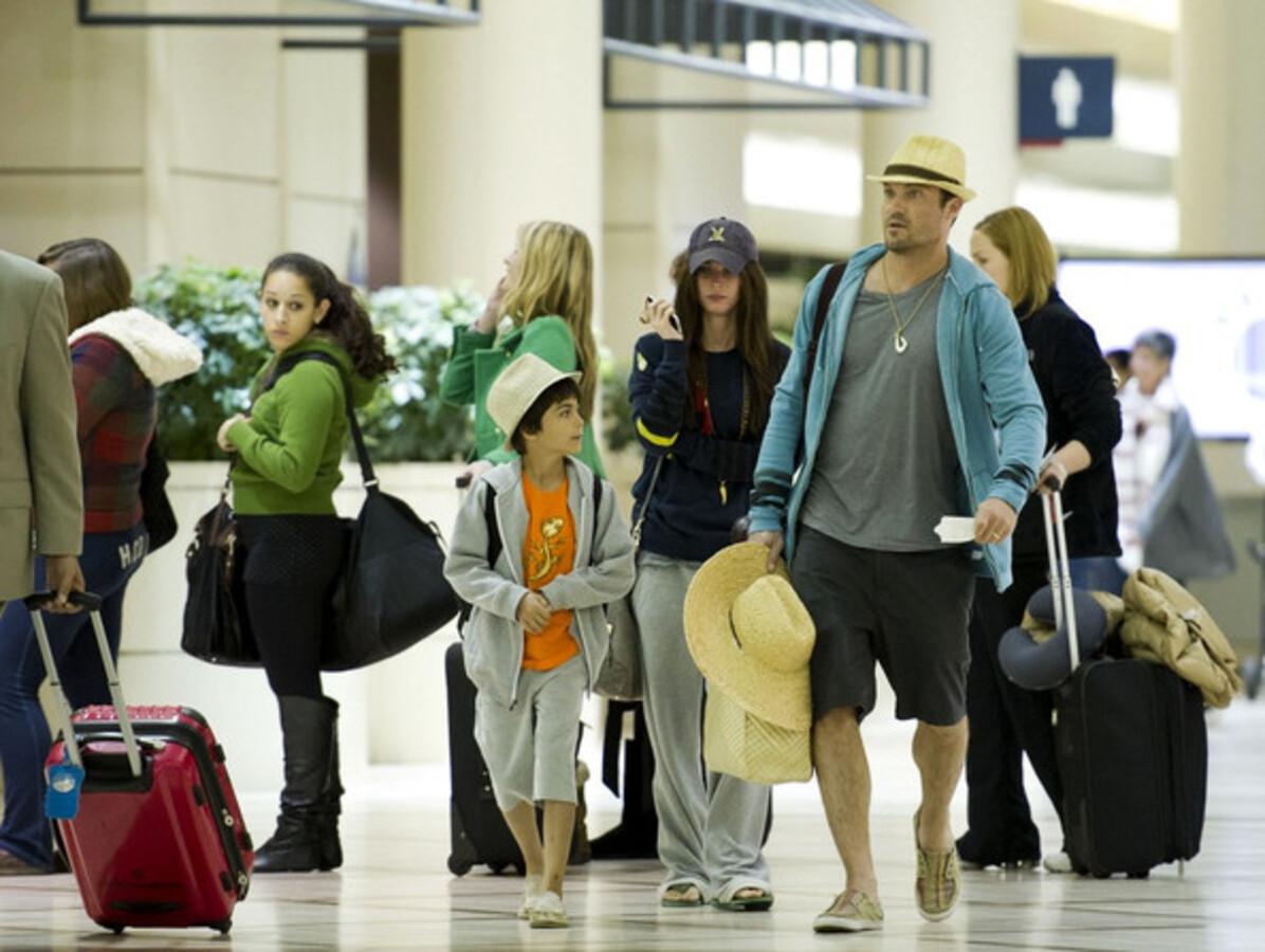 Меган Фокс и Брайан Остин Грин в аэропорту Лос-Анджелеса