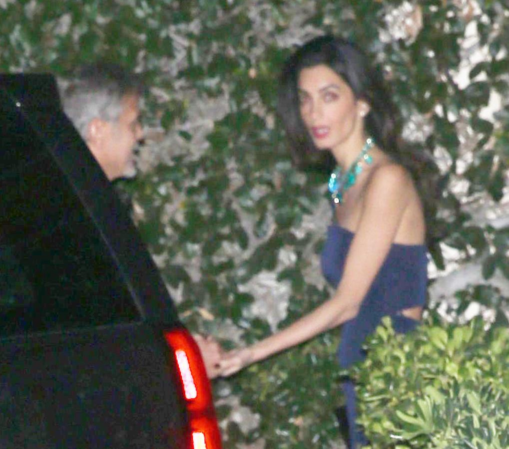 Эксклюзивные фото: Амаль Клуни показала округлившийся животик