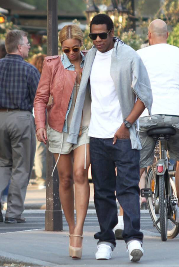 Бейонсе и Jay-Z на прогулке в Париже