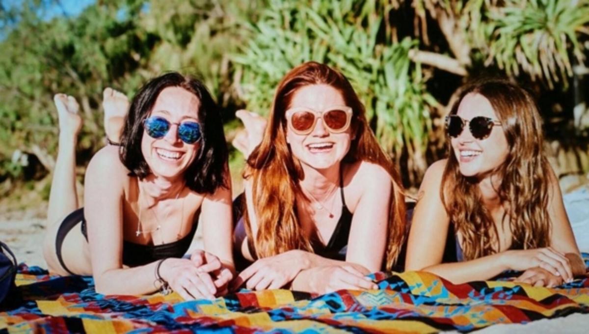 Звезда «Гарри Поттера» Бонни Райт отдыхает на пляже в Сиднее