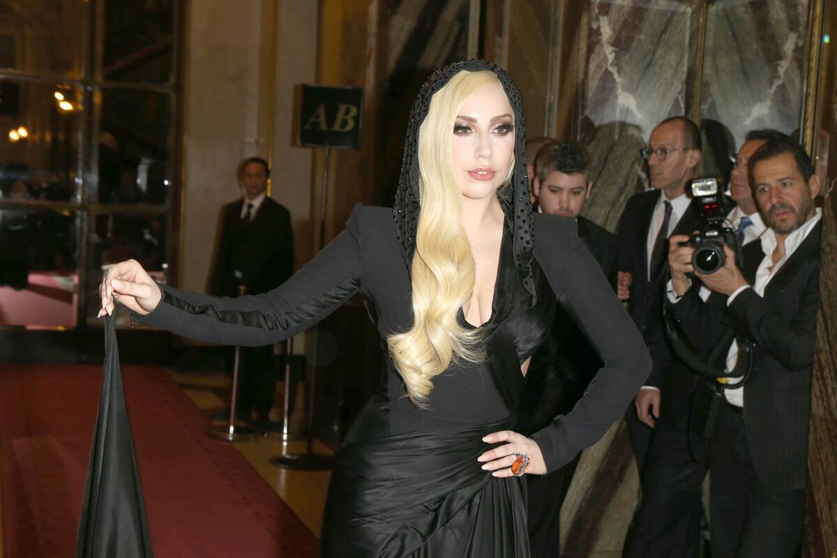 Модный показ новой коллекции Atelier Versace. Весна / лето 2014