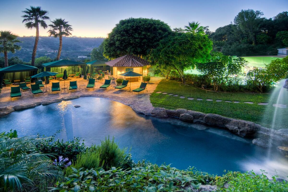 Фото изнутри: 20 роскошных особняков, в которых живут голливудские звезды