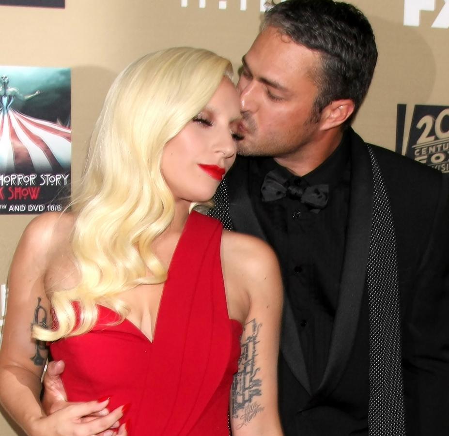 Леди Гага дала пощечину Тейлору Кинни после первого поцелуя