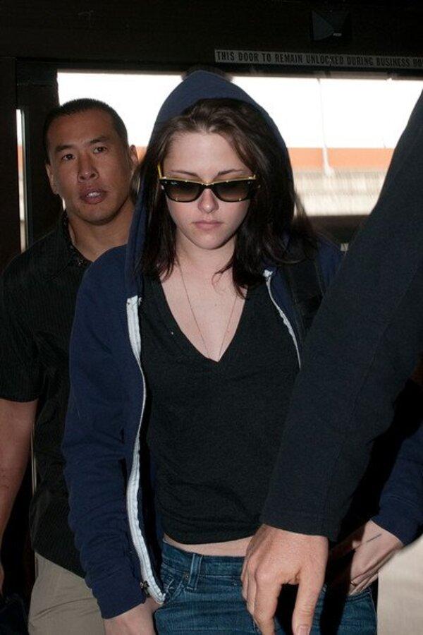 Кристен Стюарт в аэропорту Лос-Анджелеса