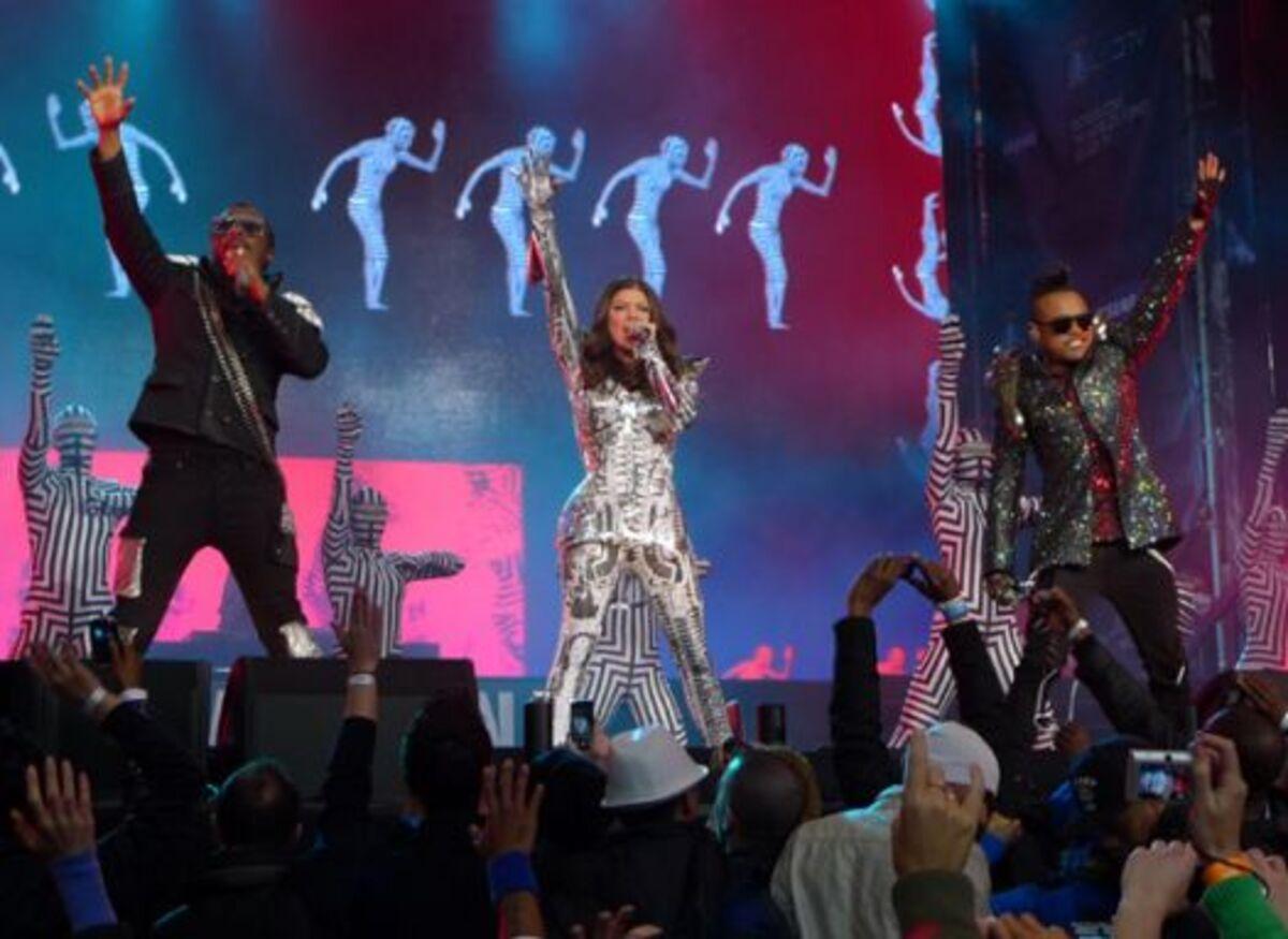 Джеймс Кэмерон уедет на гастроли с Black Eyed Peas