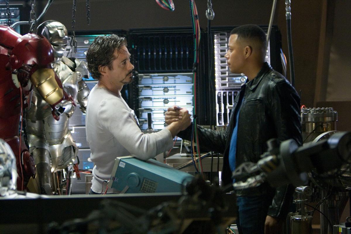 """Терренс Ховард обвиняет Роберта Дауни младшего в своем уходе из """"Железного человека 2"""""""