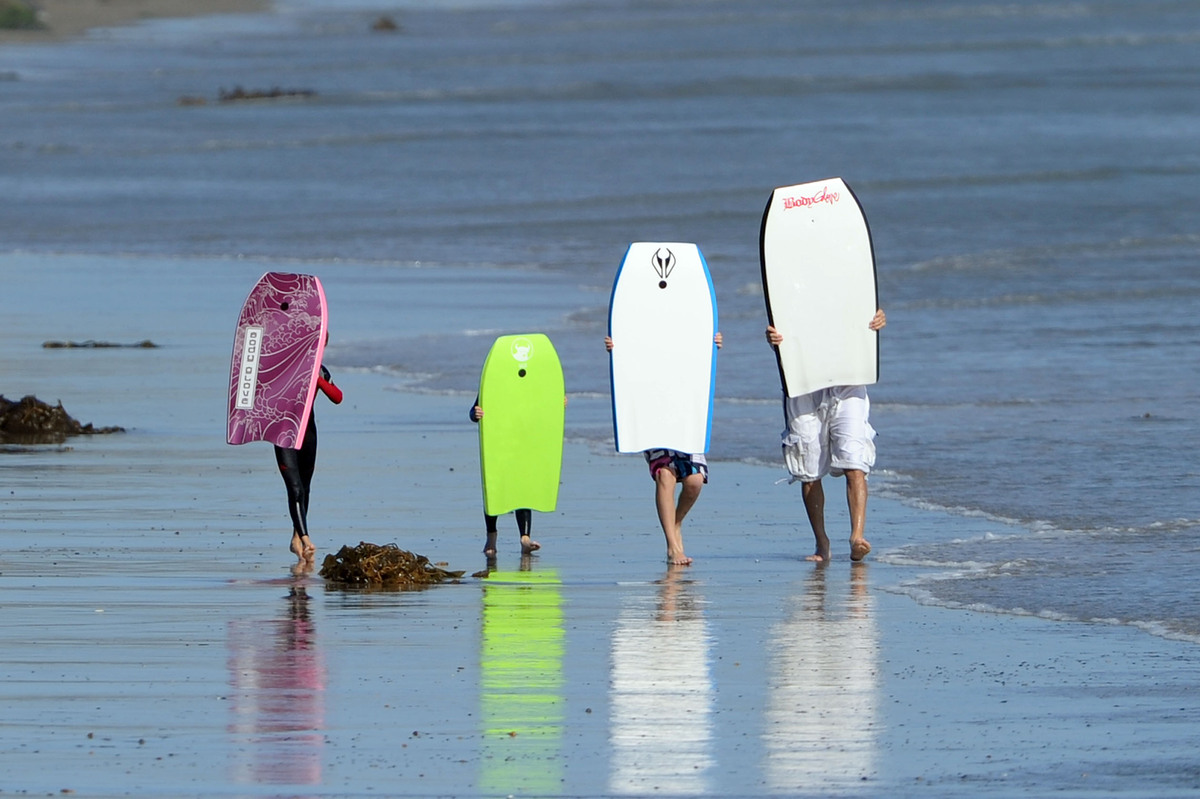 Синхронный серфинг от семьи Бэкхем