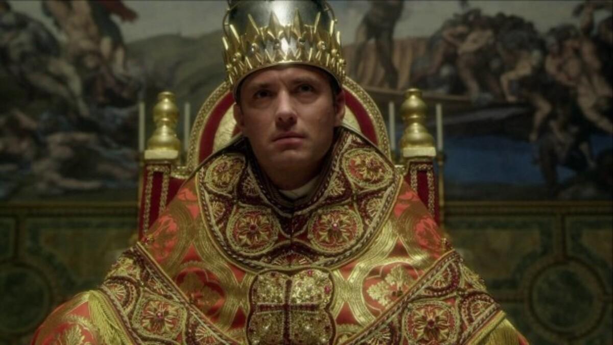 Джуд Лоу похвалил мемы про «Молодого Папу»