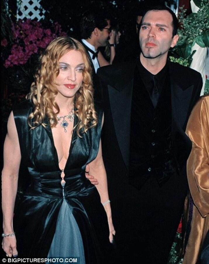 Брат Мадонны обеспокоен поведением сестры