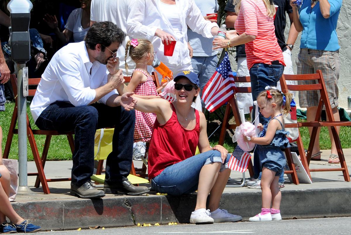 Бен Аффлек с семьей на празднике в честь Дня независимости