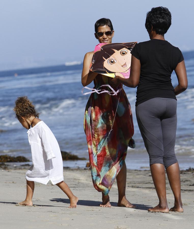 Халли Берри и Габриель Обри продолжают битву за дочь