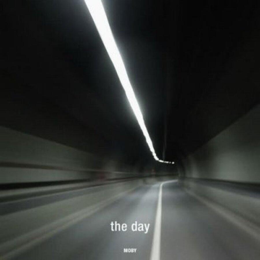 Новый клип Moby - The Day