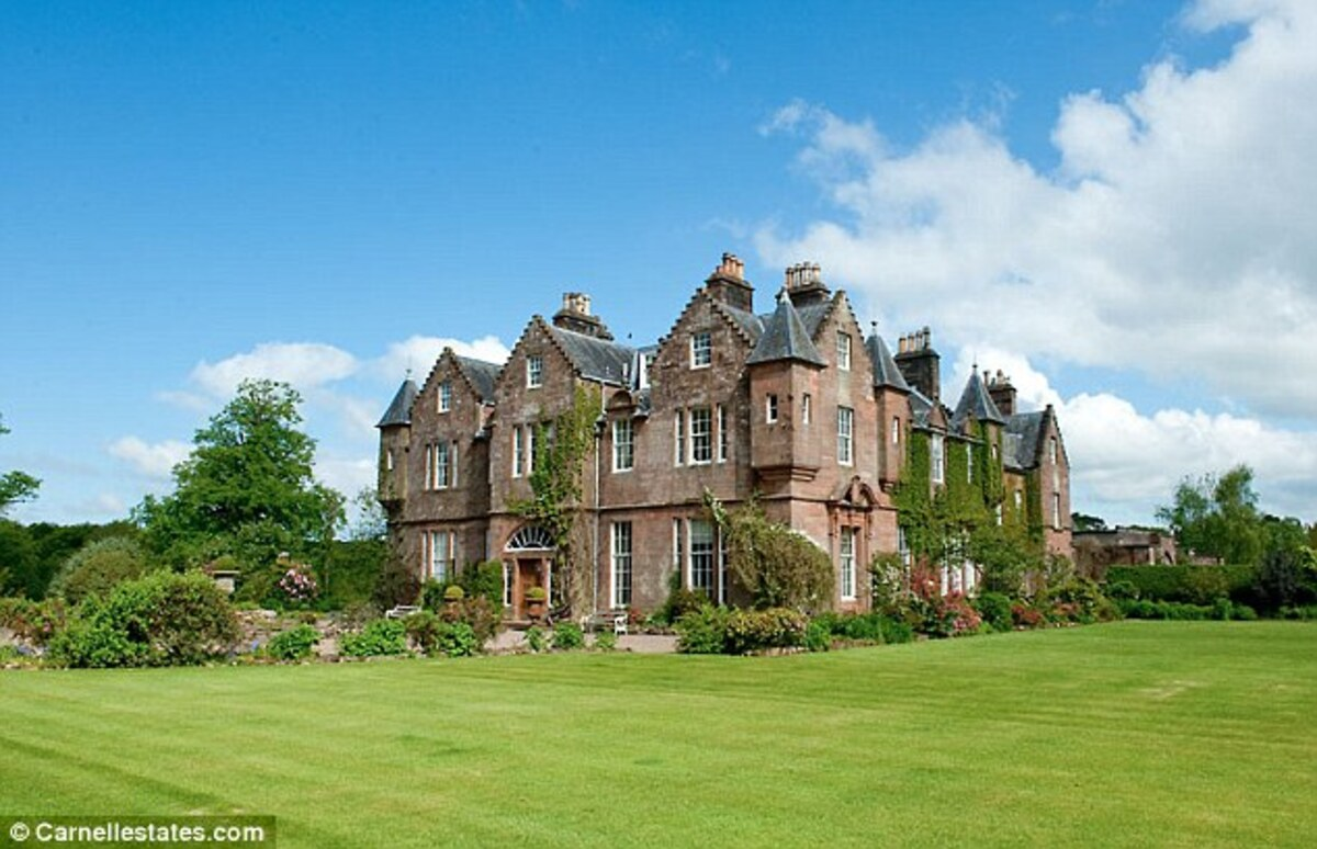 Анджелина Джоли и Брэд Питт арендовали замок в Шотландии