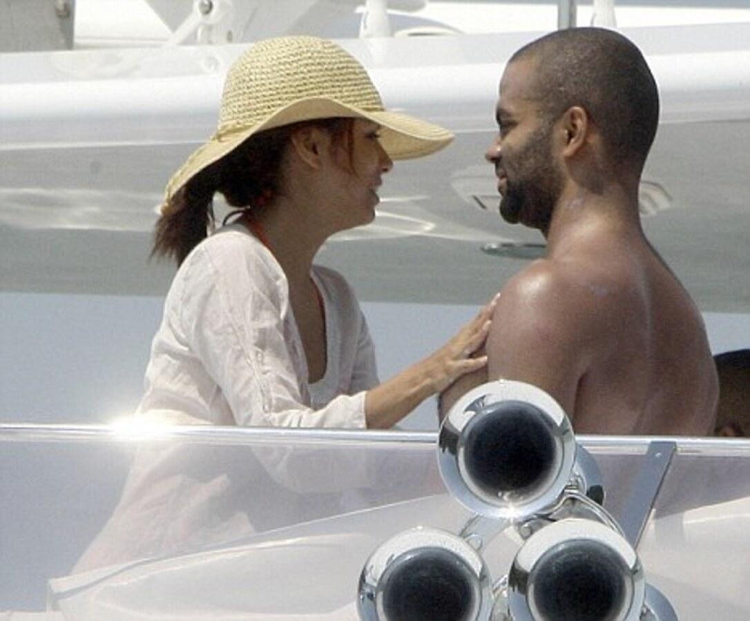Ева Лонгория с мужем отдыхают на яхте