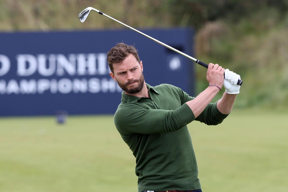 Фото: Джейми Дорнан играет в гольф в Шотландии