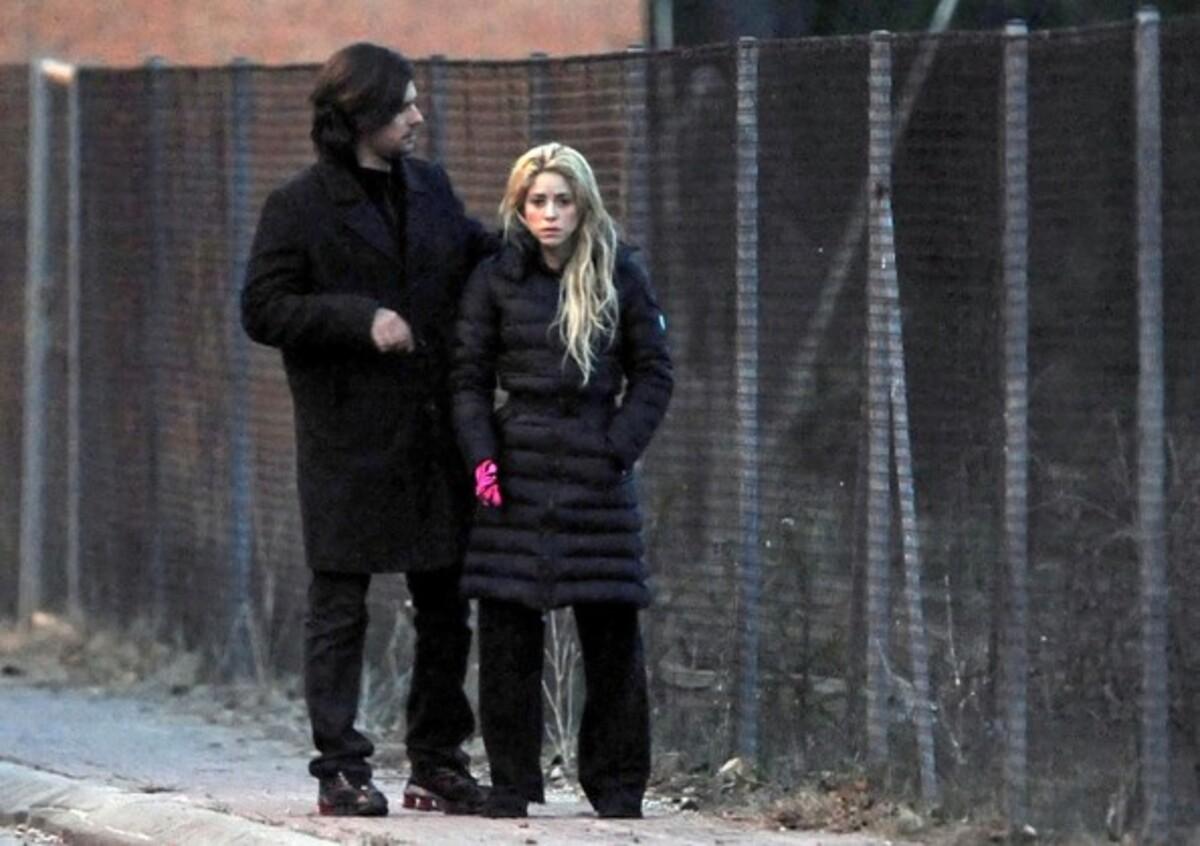Задумчивая и грустная Шакира в Барселоне