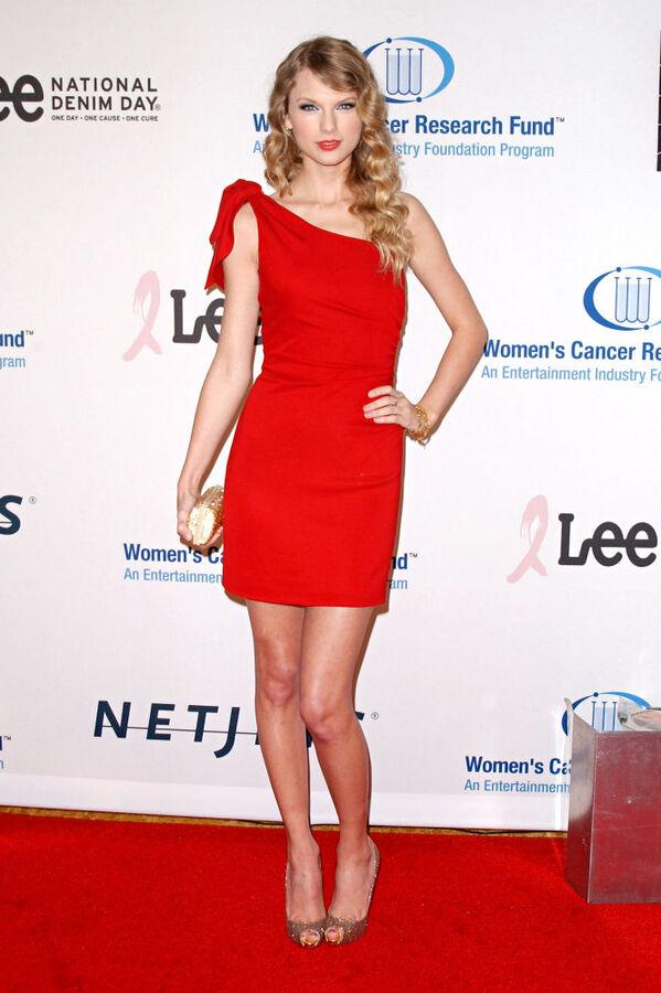 Видео: проблема с платьем Тэйлор Свифт