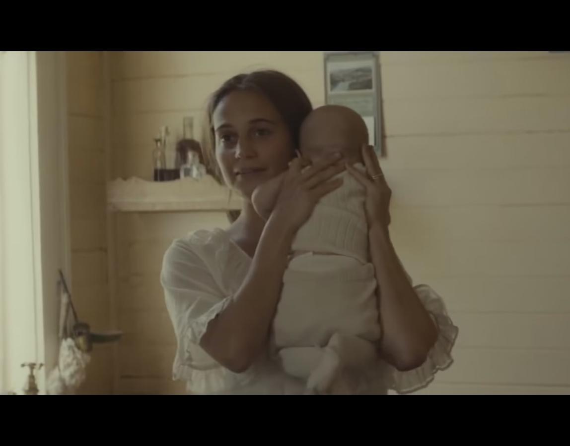 Алисия Викандер и Майкл Фассбендер в трейлере фильма «Свет в океане»
